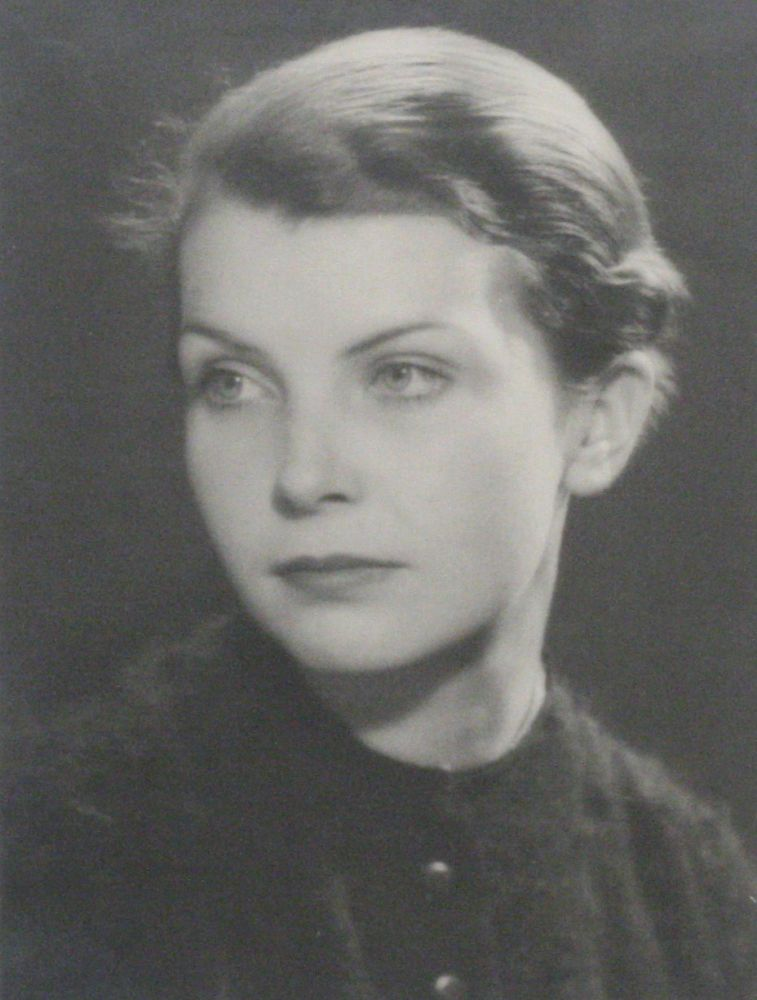 Photograph of Mary Gill. MAN RAY, MAN RAY.